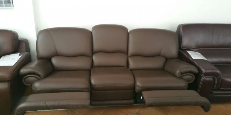 3 posti con due recliner manuali in pelle spessorata marrone € 1250