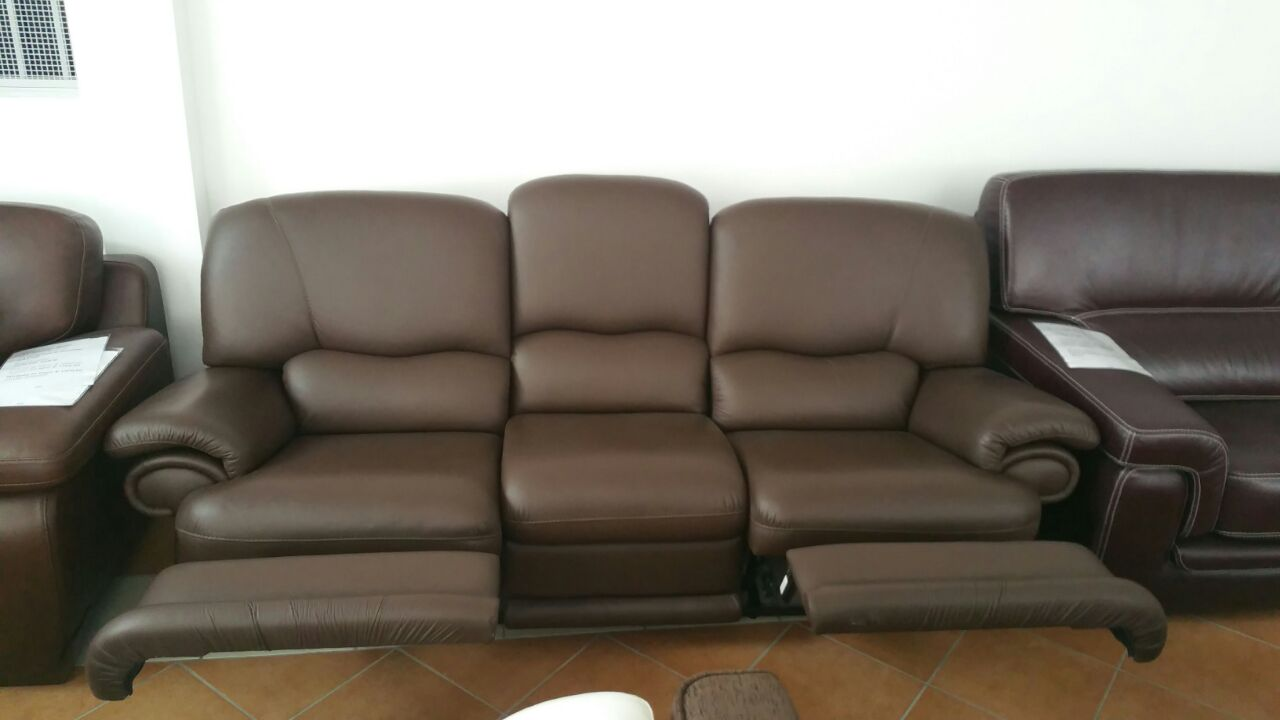 3 posti con due recliner manuali in pelle spessorata for Divano pelle 3 posti
